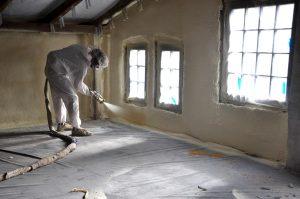 Natryskiwanie piany PUR w budynku